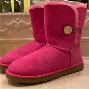 Uggs w/ Bailey Button Perf